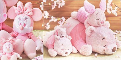 日本迪士尼推出「粉紅維尼熊」玩偶,竟然比經典款還可愛!超療癒「櫻花季系列」娃娃,每一隻都必須收藏啊!