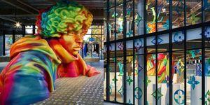 贏了樂透才能進這間超美玻璃屋!日本澀谷的巨型彩色雕像,竟然是 Louis Vuitton 男裝快閃店也太誇張!