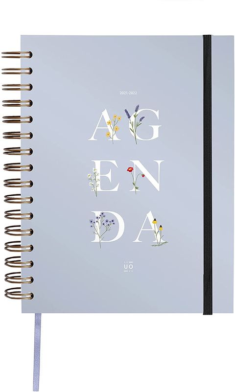 agenda azul celeste de uo con letras blancas y flores silvestres