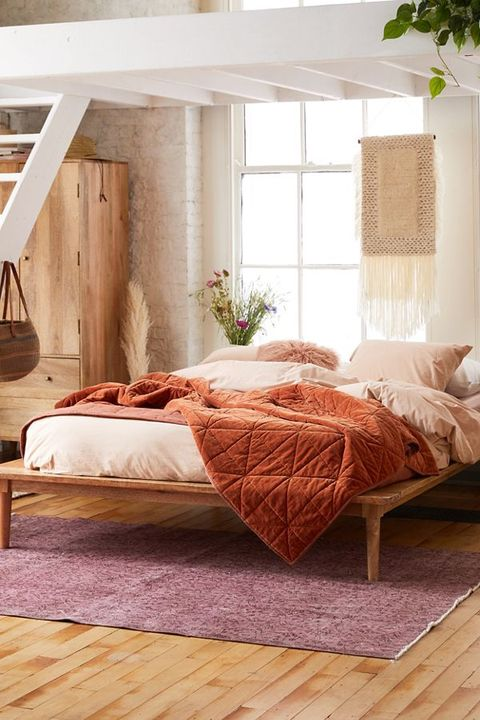urban outfitters bed and tapestry