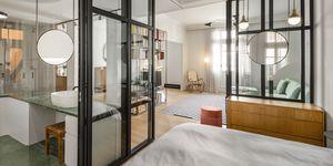 Casa con paredes transparentes