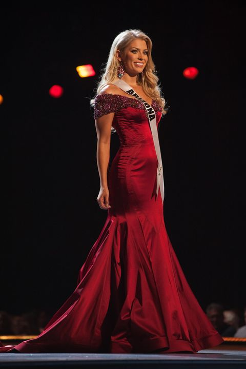 Fashion model, Gown, Dress, Clothing, Red, Performance, Fashion, Event, Beauty, Formal wear,