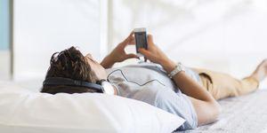 Hábitos domésticos: dormir con la radio encendida