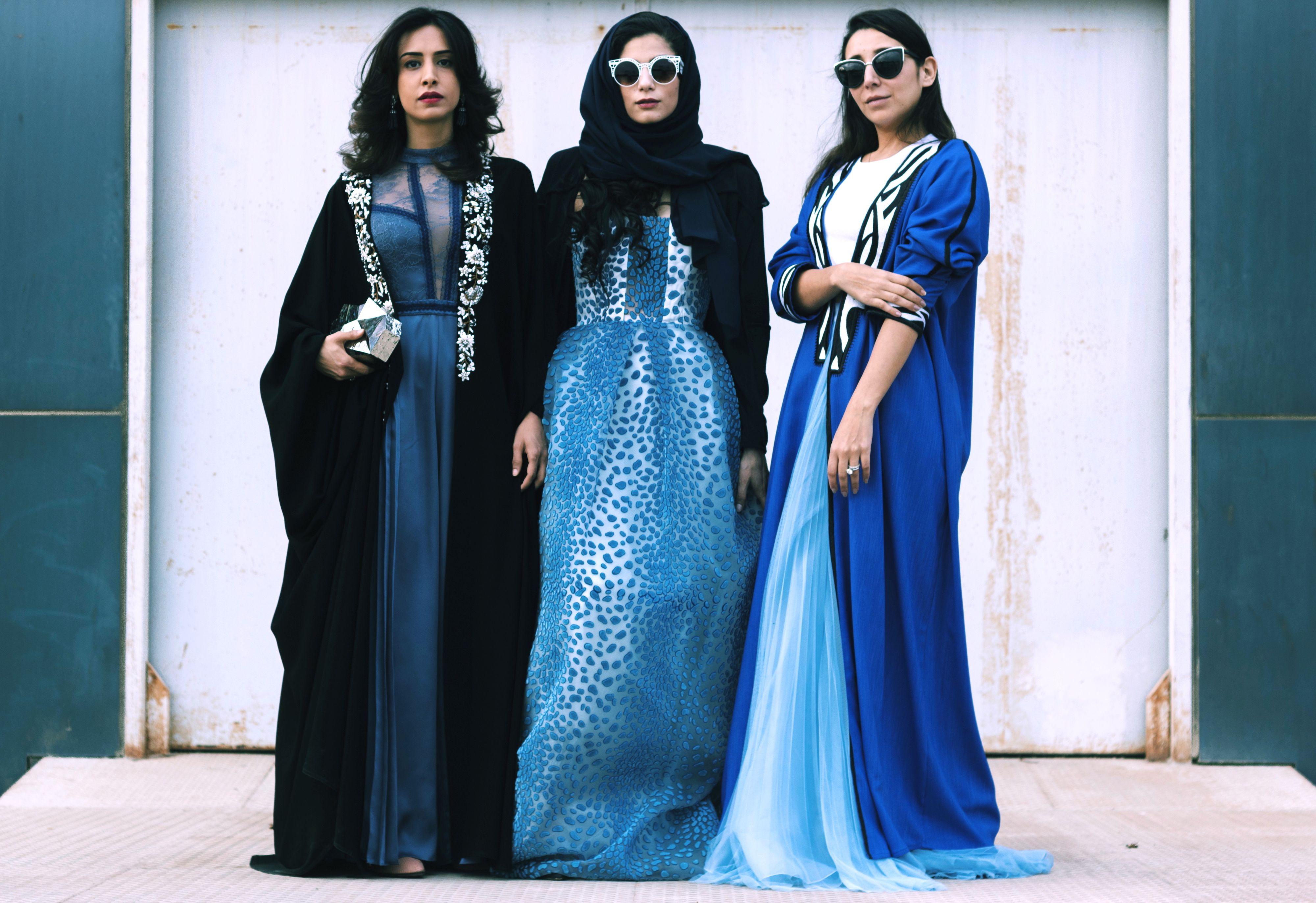 GuidareE Saudite Indossano Le Donne Possono L'abaya Finalmente 08wPnXOk