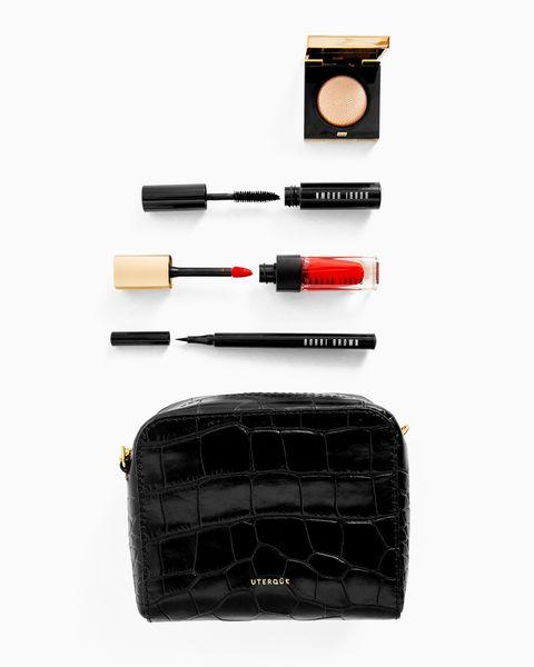 Los productos de maquillaje de Bobbi Brown que encontrarás en el bolso diseñado por Uterqüe, en su nueva colaboración por Navidad.