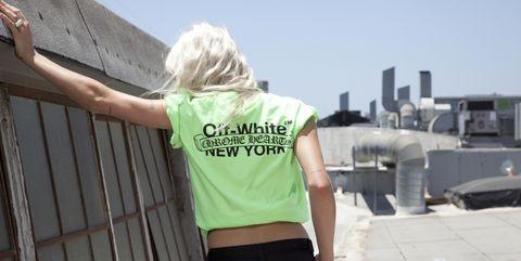 Sleeve, Shoulder, Standing, Waist, Back, Travel, Street fashion, Blond, Active pants, sweatpant,