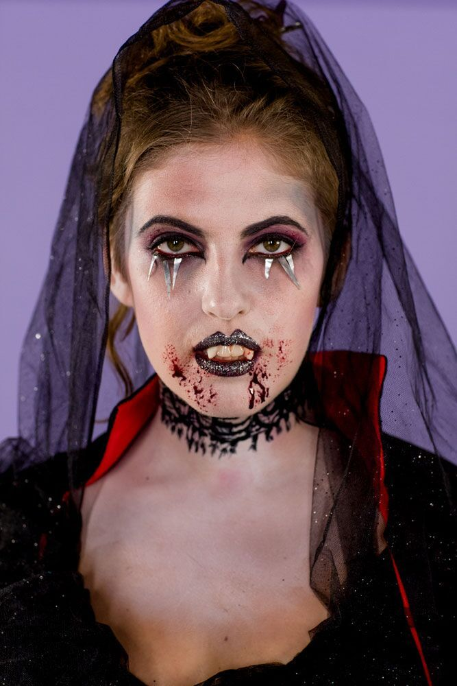 We Can't Get Enough of This Easy Vampire Makeup Tutorial for Halloween