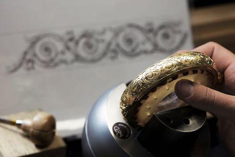 腕上行動藝術品!「絕美琺瑯、羽毛工藝面盤」等10款收藏級機械錶推薦