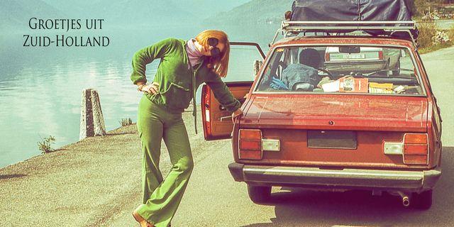 vintage beeld van vrouw op vakantie met de auto