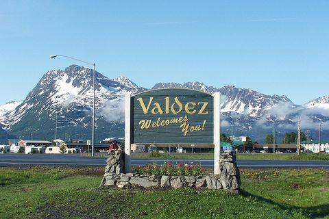 Mountain, Mountainous landforms, Mountain range, Sky, Alps, Signage, Hill station, Highland, Tree, Sign,