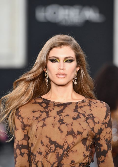 Le Defile L'Oreal Paris Runway - Paris Fashion Week Womenswear Spring/Summer 2018