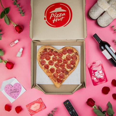 pizza hut valentine's day restaurant specials