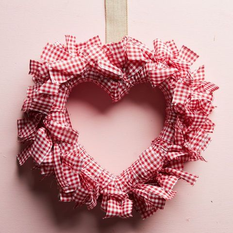 gingham heart valentines day wreath