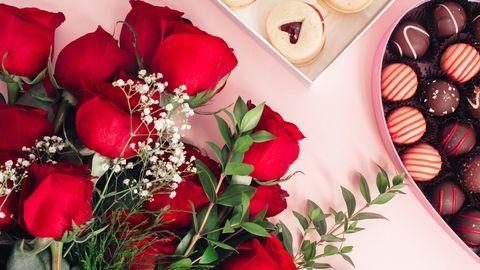 花とチョコレートバレンタインデーズーム背景