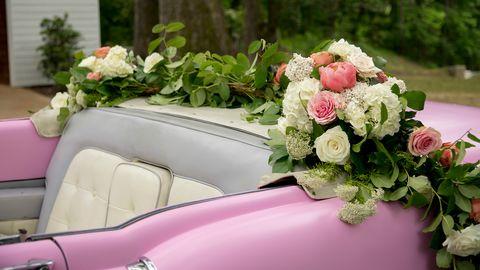 グレイスランドピンクの車のバレンタインデーズームの背景