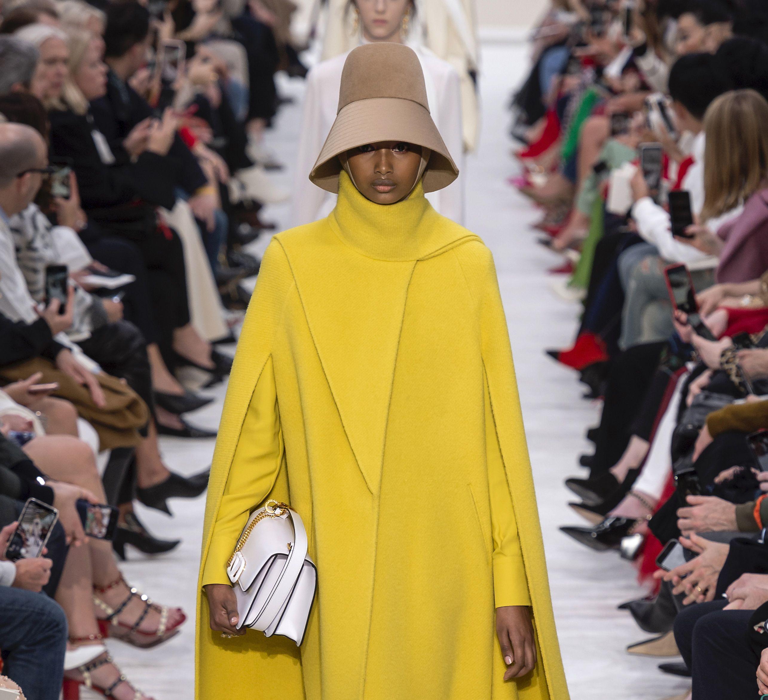 La saga di cappe, poncho e mantelle per l'autunno 2019