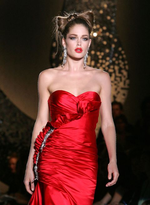 Fashion model, Clothing, Dress, Fashion, Haute couture, Fashion show, Strapless dress, Shoulder, Red, Beauty,