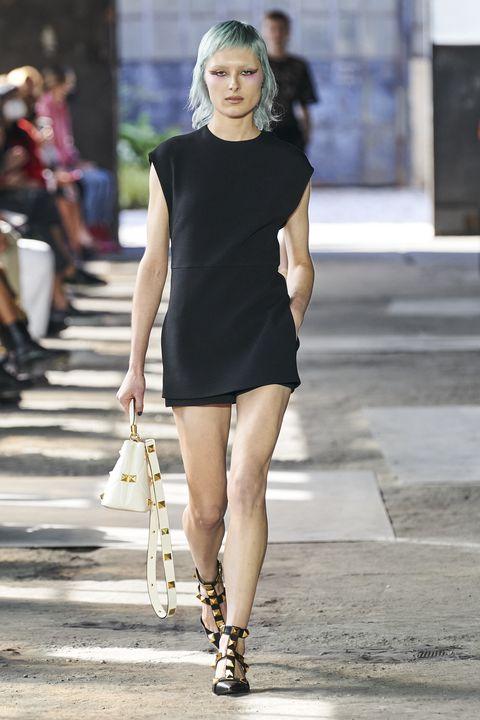 Leg, Human leg, Human body, Shoulder, Joint, Dress, Style, Street fashion, Fashion model, Street,