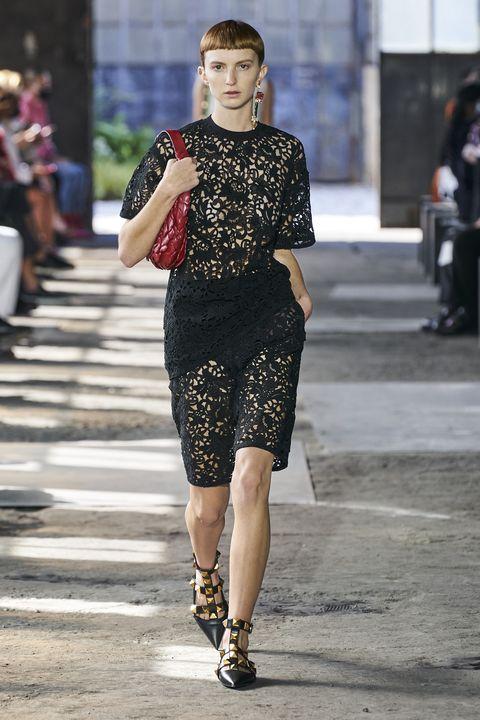 Street fashion, Style, Street, Pattern, Fashion accessory, Fashion, Fashion model, Bag, Snapshot, Waist,