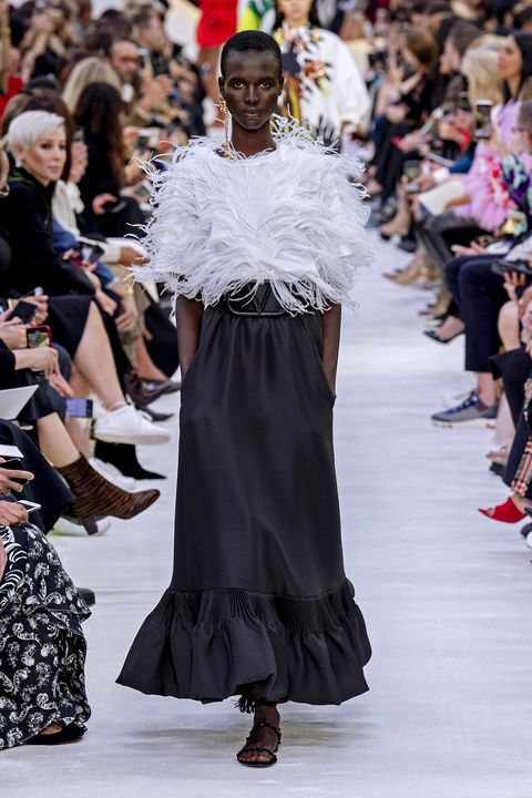 Fashion, Runway, Fashion show, Fashion model, Haute couture, Event, Dress, Shoulder, Fashion design, Winter,