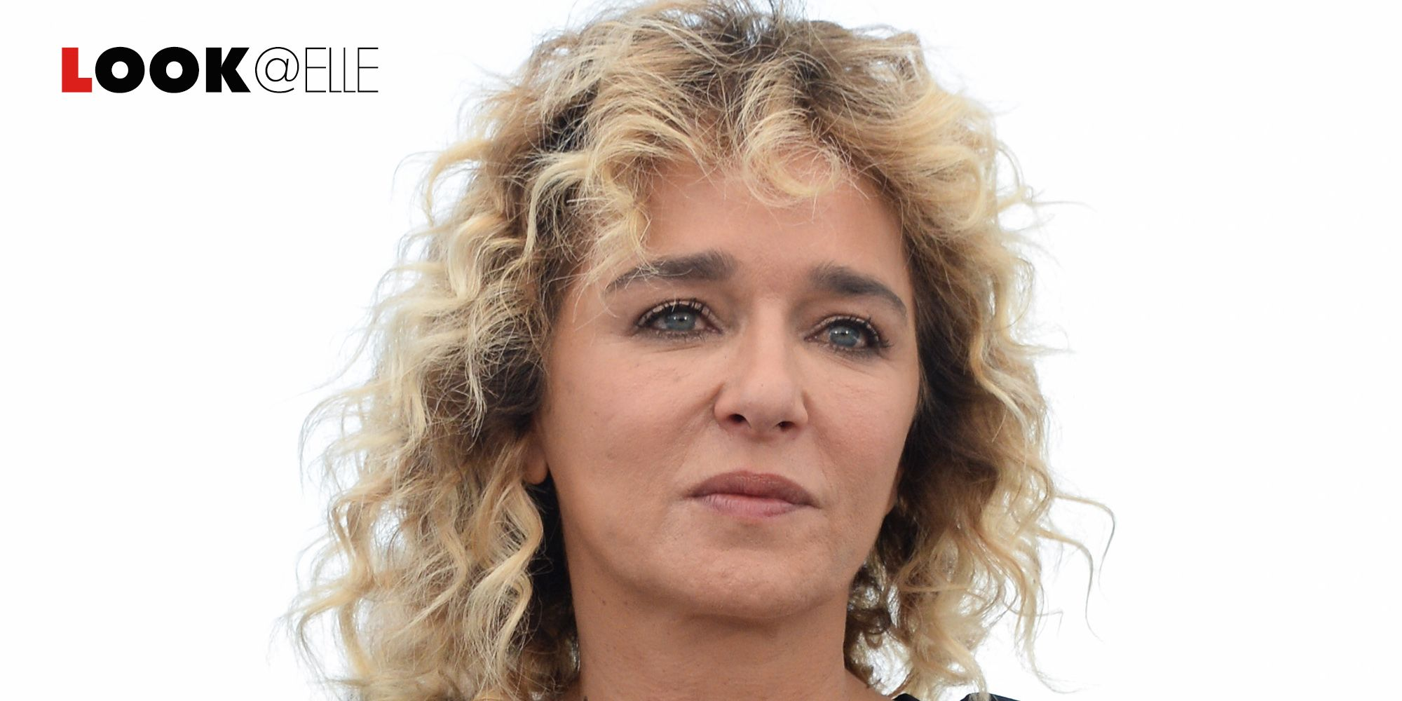 Valeria Golino con il suo vestito elegante, ma super sexy, ossessione della Primavera Estate 2019 è la vera Lady On Fire sul red carpet di Cannes 2019