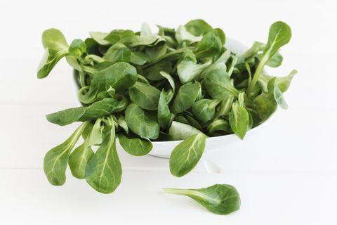 Valeriana insalata detox: proprietà e benefici del songino