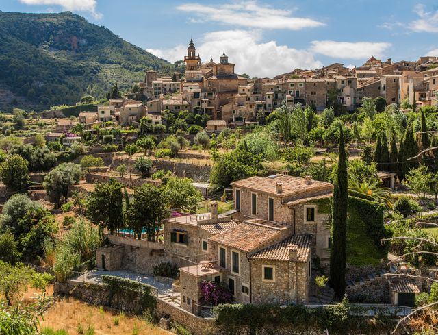 valldemossa, que ver en este pueblo de la sierra de la tramuntana en mallorca famoso por la cartuja, el puerto de valldemossa y cerca de otros pueblos bonitos como deia