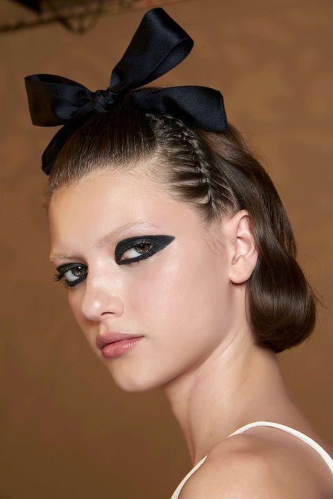 πώς να αποκτήσετε μάτια γάτας με το eyeliner σας