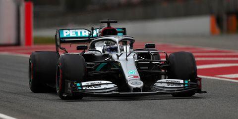 Valtteri Bottas driving the (77) Mercedes AMG Petronas F1...