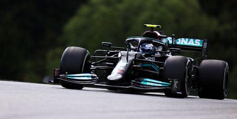 valtteri bottas al volante del mercedes w12 en el gran premio de austria de 2021