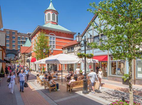 Town, Building, Mixed-use, Public space, City, Human settlement, Pedestrian, Street, Architecture, Neighbourhood,