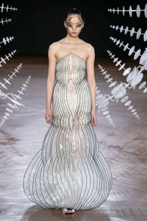 Fashion model, Fashion, Dress, Clothing, Fashion show, Haute couture, Gown, Shoulder, Runway, Beauty,