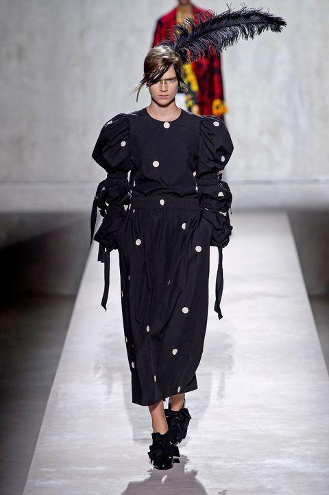 Fashion, Runway, Fashion show, Fashion model, Clothing, Outerwear, Fashion design, Haute couture, Event, Dress,