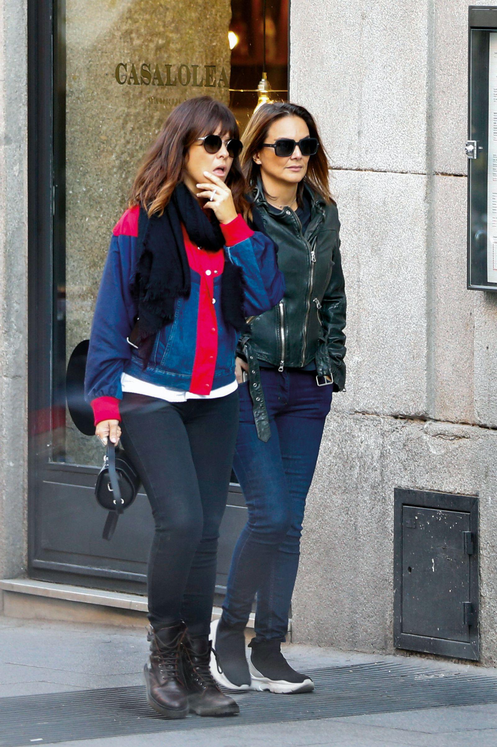 Vanesa Martín y Mónica Carrillo, quedada de amigas por Madrid