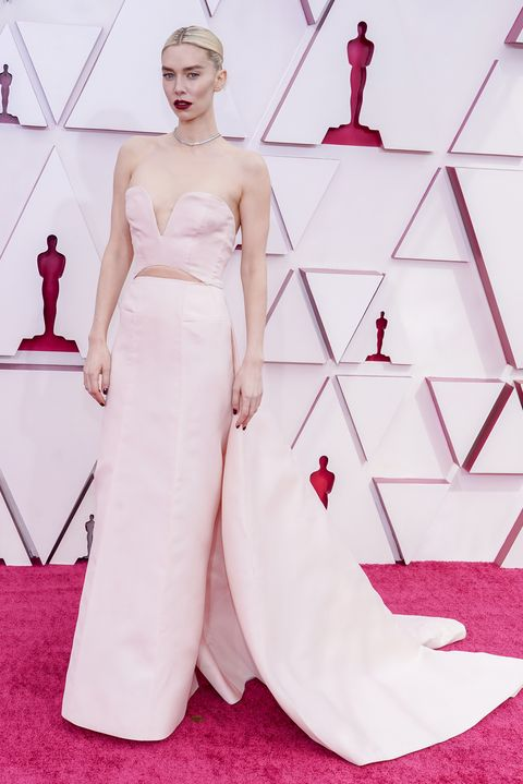vanessa kirby at the 2021 oscars