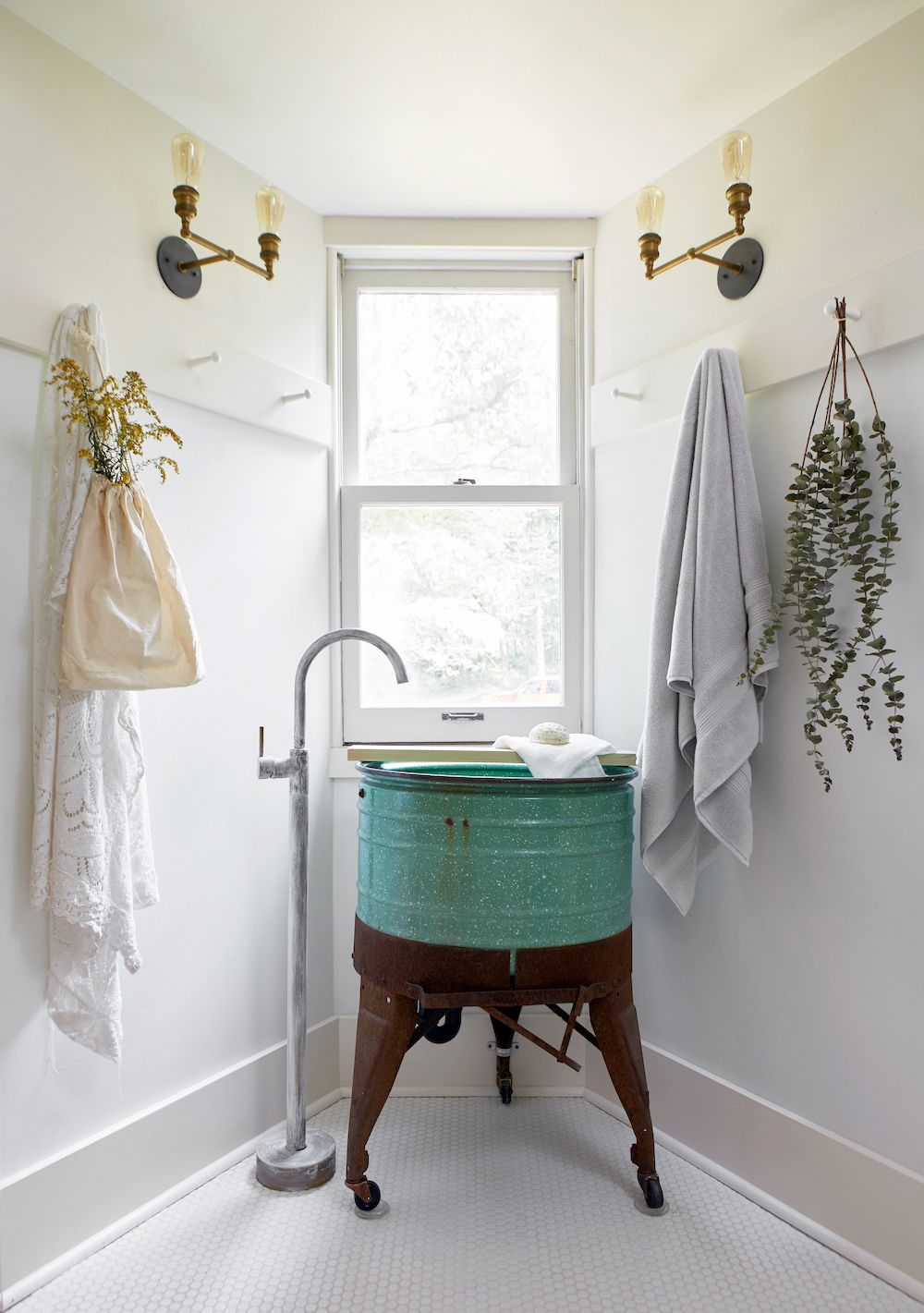 21 Bathroom Storage And Organization Ideas How To Organize Your Bathroom Counter And Vanity