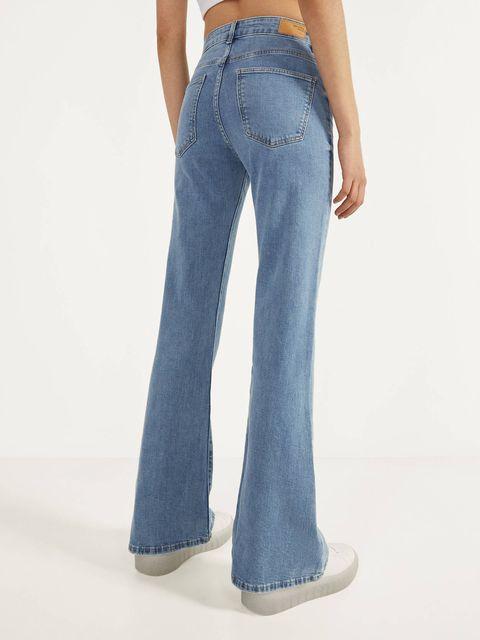 Estos Pantalones Vaqueros Flare Son Los Mas Vendidos De Bershka