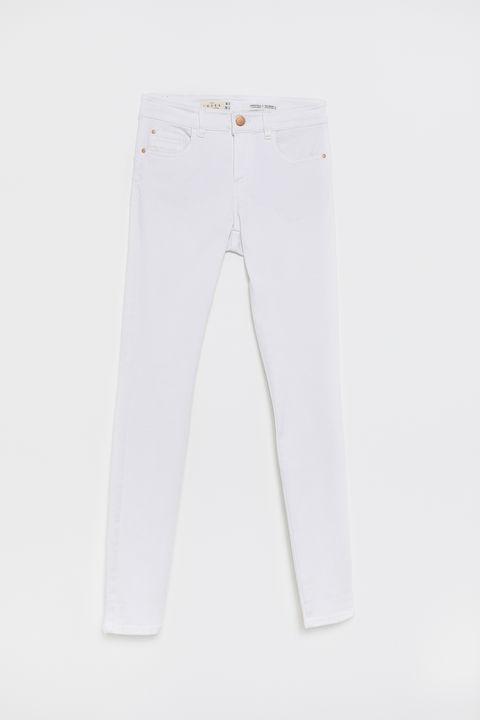 Sfera Lanza Sus Jeans Blancos Moldeadores Para Potenciar Curvas