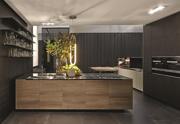 From wood to steel: the new materials of the Varenna kitchens