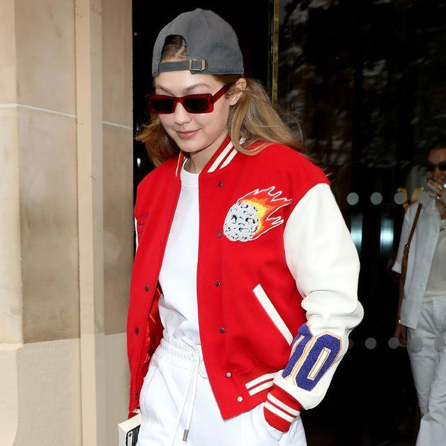 gigi hadid in populaire varsity jacket