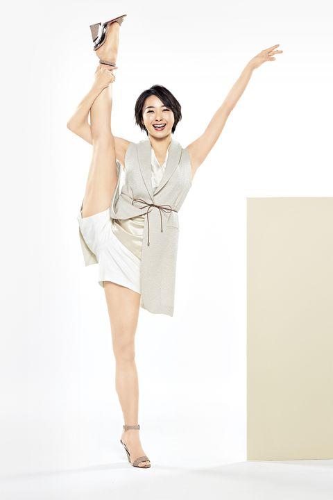 笑顔でy字バランスをキメる元新体操選手・畠山愛理さん