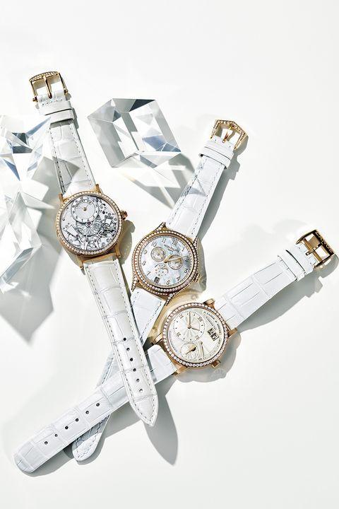 リュクスなテクスチャーのホワイトストラップな腕時計3本