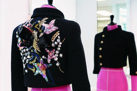 鏡を利用してアトリエ「モンテックス」のジャケットの前後をとらえた写真