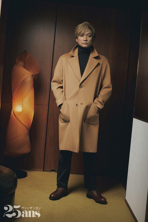 キャメルのコートを着た香取さん