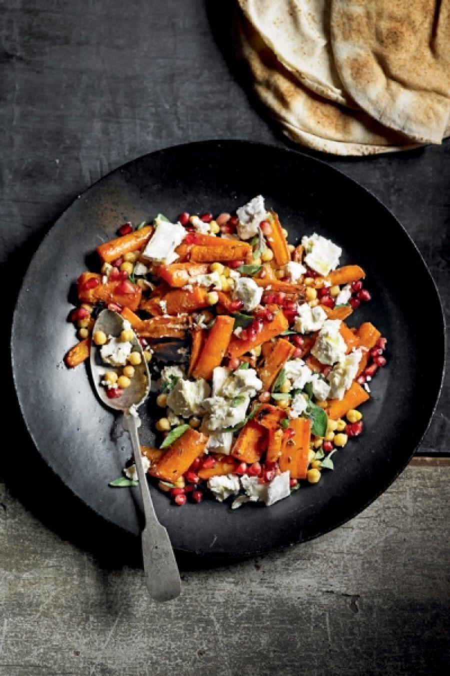 Geroosterde wortels geitenkaas granaatappel