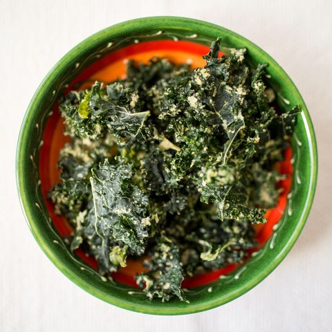 vegan kale chips with yeast in a green ceramic bowl