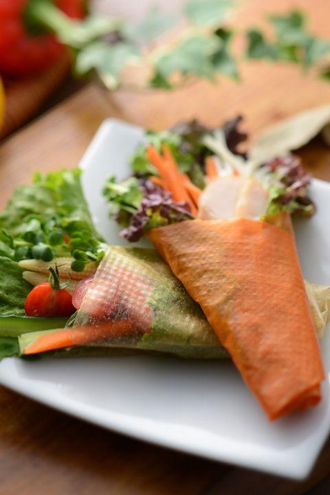 Dish, Food, Cuisine, Ingredient, Smoked salmon, Salmon, Produce, Spring roll, Sandwich wrap, Recipe,