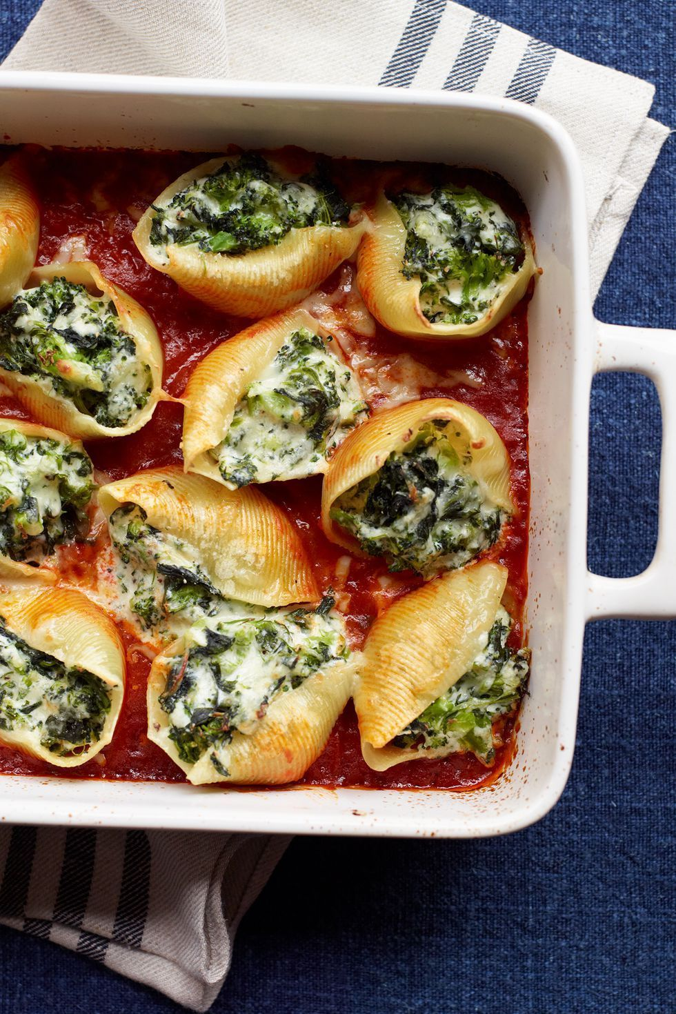 This Christmas Dinner receipes is the perfect Italian staple has all the comfort you'd want from a baked pasta dish, but with the bonus of veggies: Broccoli and spinach are folded into a creamy filling made with Parmesan, mozzarella and ricotta.