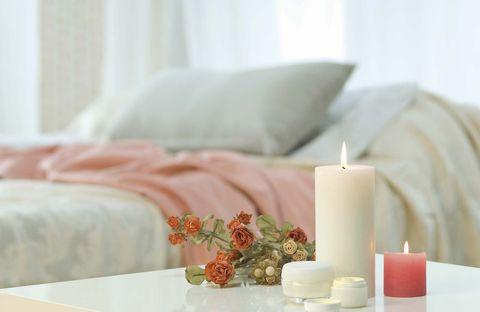 velas aromáticas en el dormitorio
