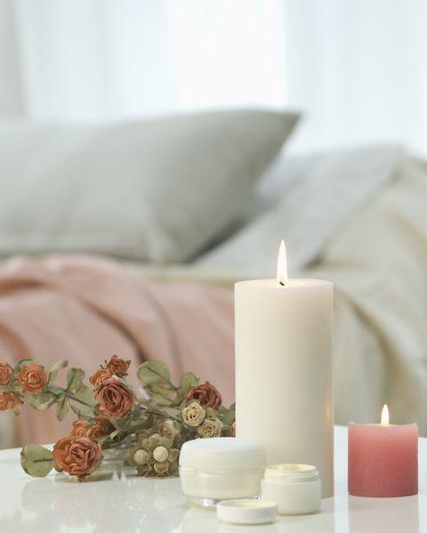 Dormitorio con velas